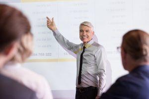 Využite svoje skúsenosti, absolvujte kurz lektor a živte sa ako lektor
